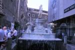 055-dietro-la-fontana-del-lenzuolo-si-spalanca-la-pescheria-media